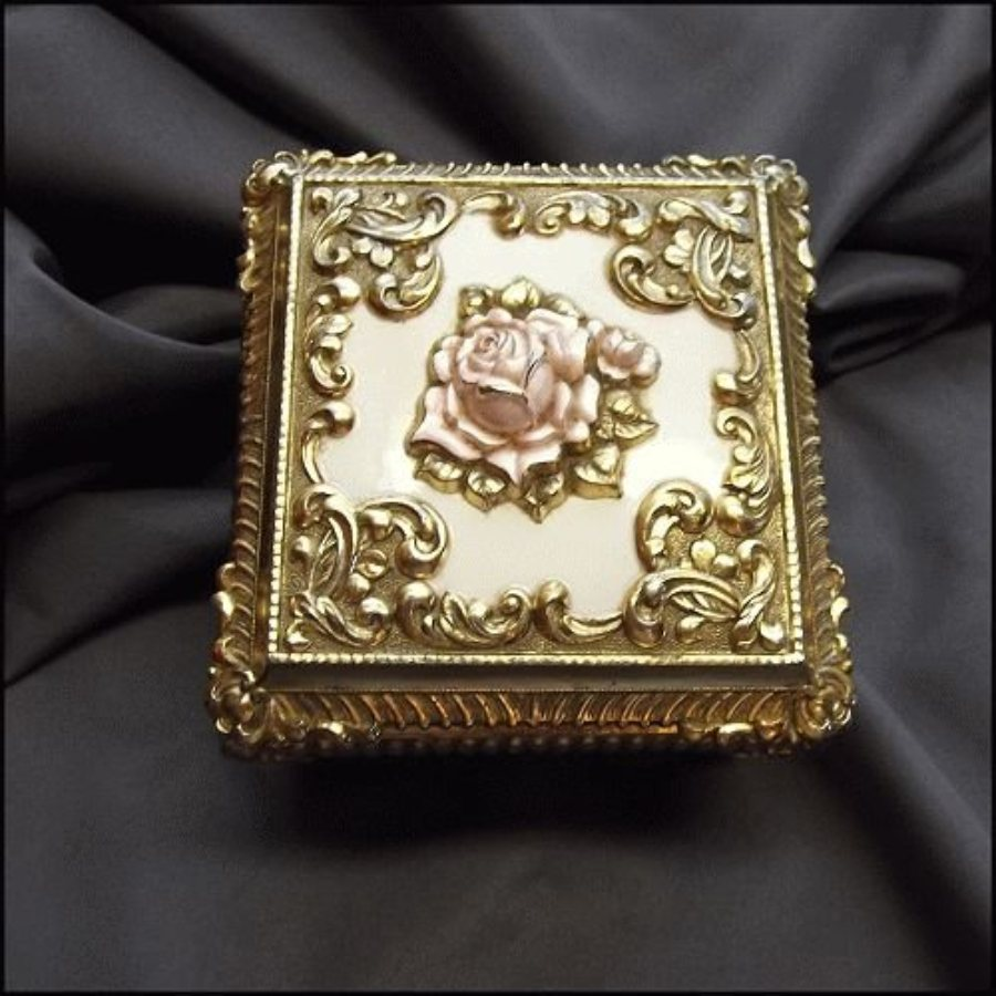 Silver vintage jewelry box victorian roses for Vintage antique jewelry box